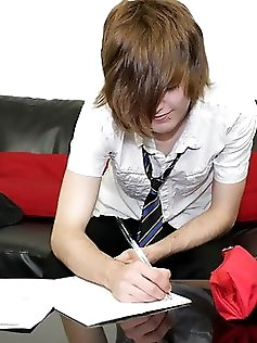 Hot emo boy Tyler Archers gives us his full...